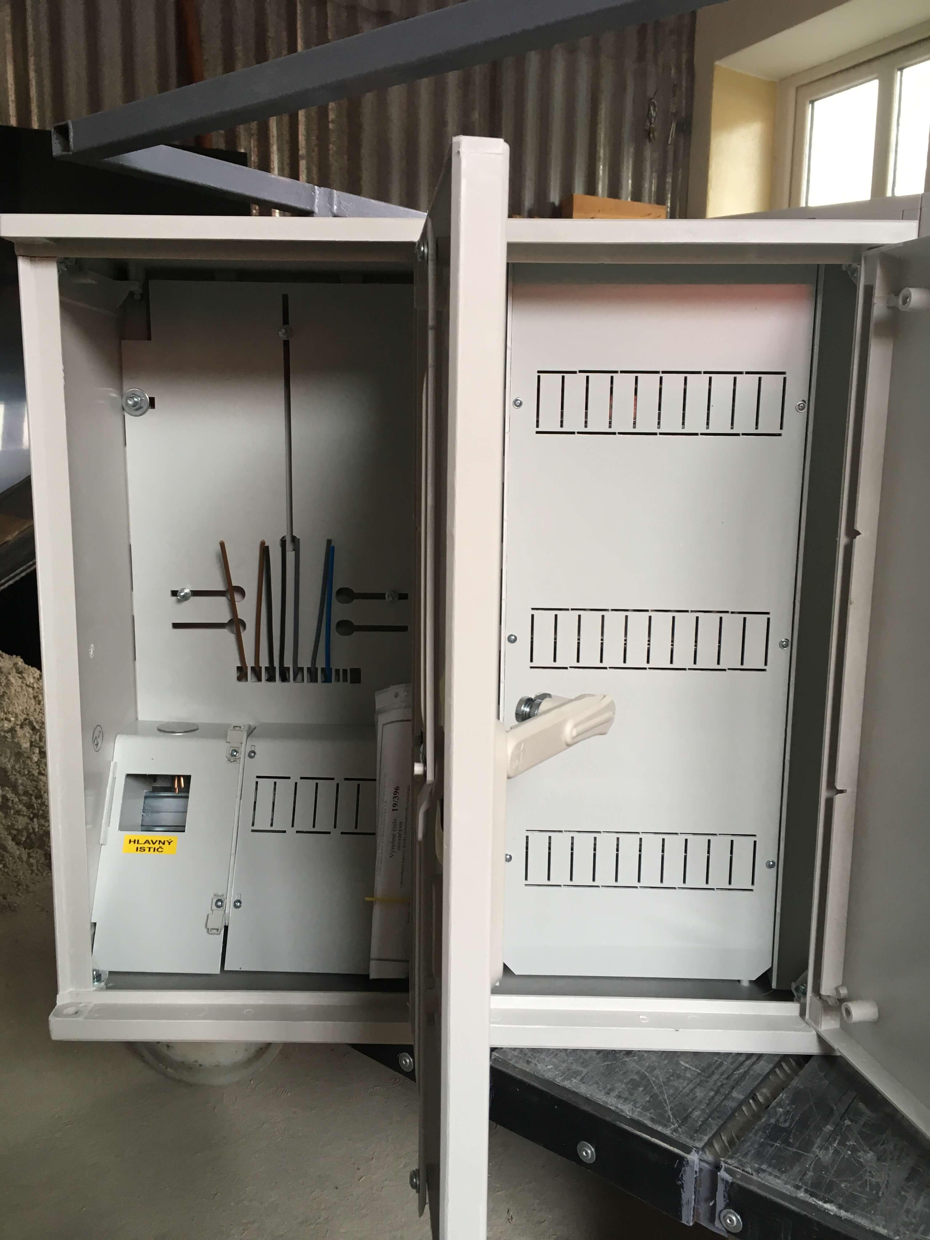 E1R+36M vyhotovenie v dvoch skriniach